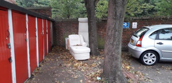 hazlewood house  sofa -9 Carolean Crescent, London, SE8 5RS