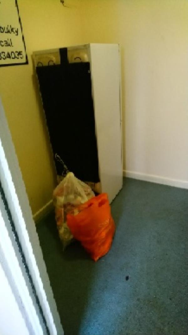 46-90 Hexham chute room-1a Bamburgh Close, Reading, RG2 7UD