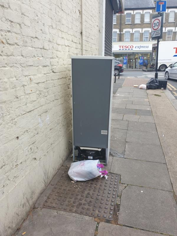 Top of Fifth Avenue Manor Park this morning  might even the fridge freezer be moved it's only been there since Friday then it can make way for another one-31 Fifth Avenue, Manor Park, E12 6DA