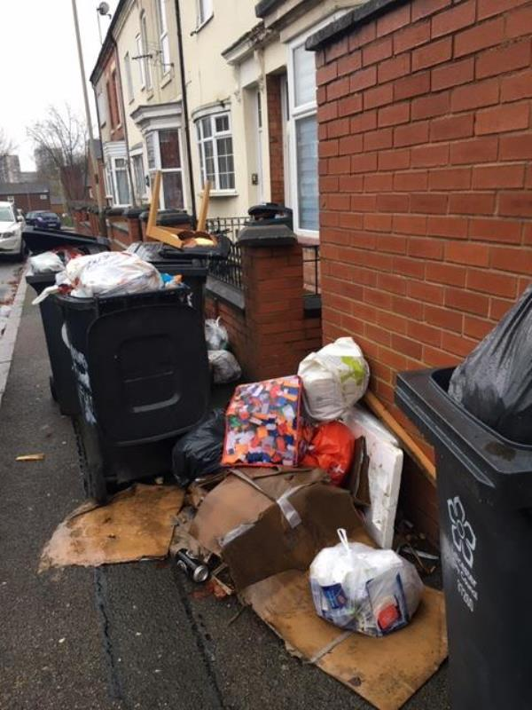 Multiple items fly-tipped on Noble St-354 Fosse Rd N, Leicester LE3 5RS, UK