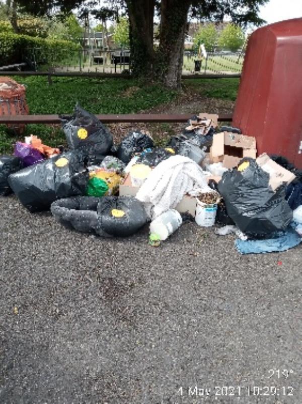 Please clear all. Rubbish -85 Church End Lane, Reading, RG30 4UN
