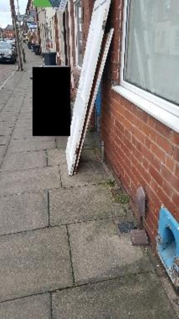 267 tudor rd. illegal flytip-267 Tudor Rd, Leicester LE3 5AE, UK