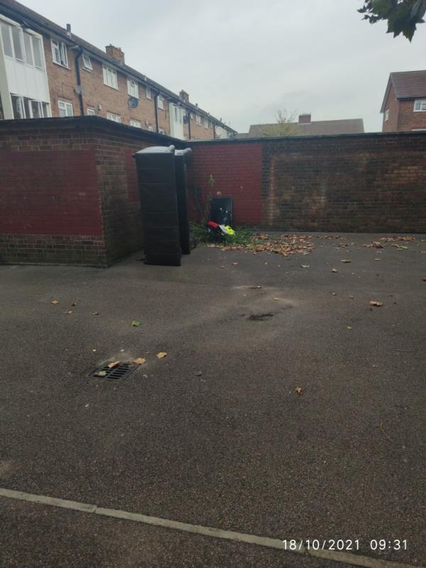 More dumped junk-29 S Molton Rd, London E16 1PE, UK