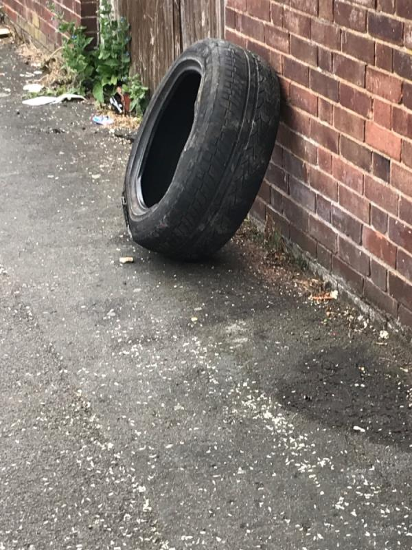 Tyre hit squad please -2 Blagdon Rd, London SE13 7HL, UK