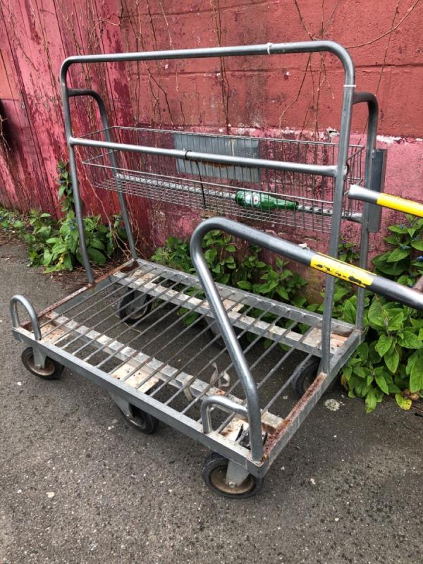 Wickes trolley , TrolleyWise do not remove -1 Glenwood Road, London, SE6 4NF