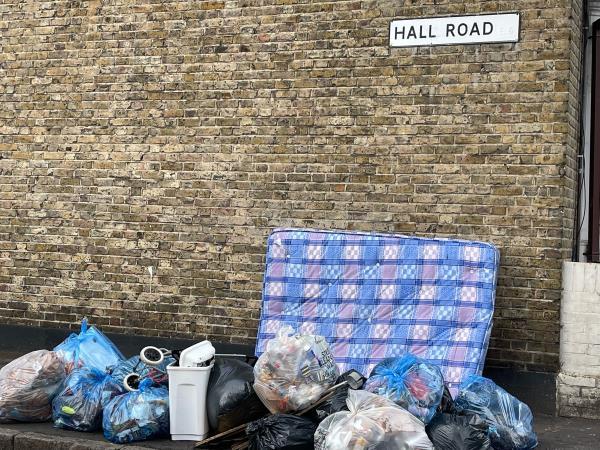 As seen in pictures -126 Kempton Rd, London E6 2NE, UK