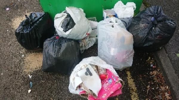 House old waste removed fly tipping on going at this site large amount removed-6 Spring Terrace, Reading, RG2 0EQ