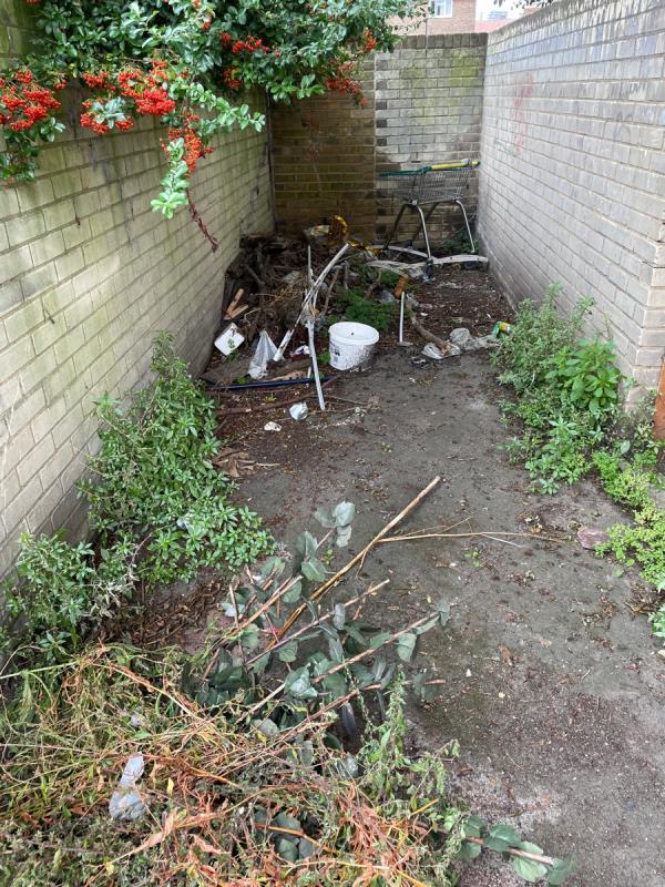 Live near -14 Edwin St, London E16 1QA, UK