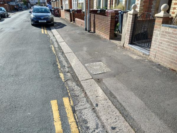 Missing double yellow lines outside 23 Grange-17 Grange Avenue, Reading, RG6 1DJ