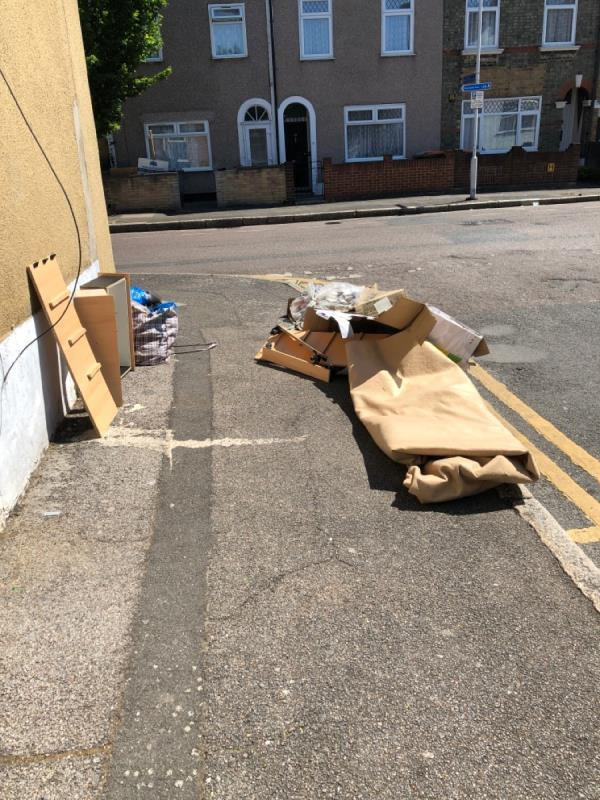 Packaging and rubbish-59 St James Road, London, E15 1RN