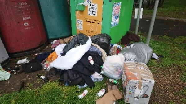 house old waste cleared  clothing bank needs to be emptied  image 1-94 Cranbury Rd, Reading RG30 2TA, UK