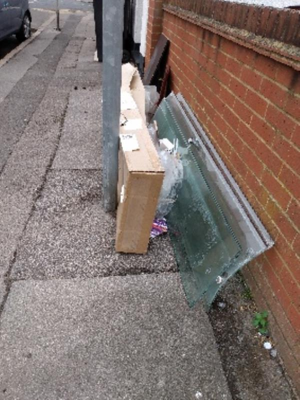 flytipping on public pathway-33 George Street, Reading, RG1 7NP
