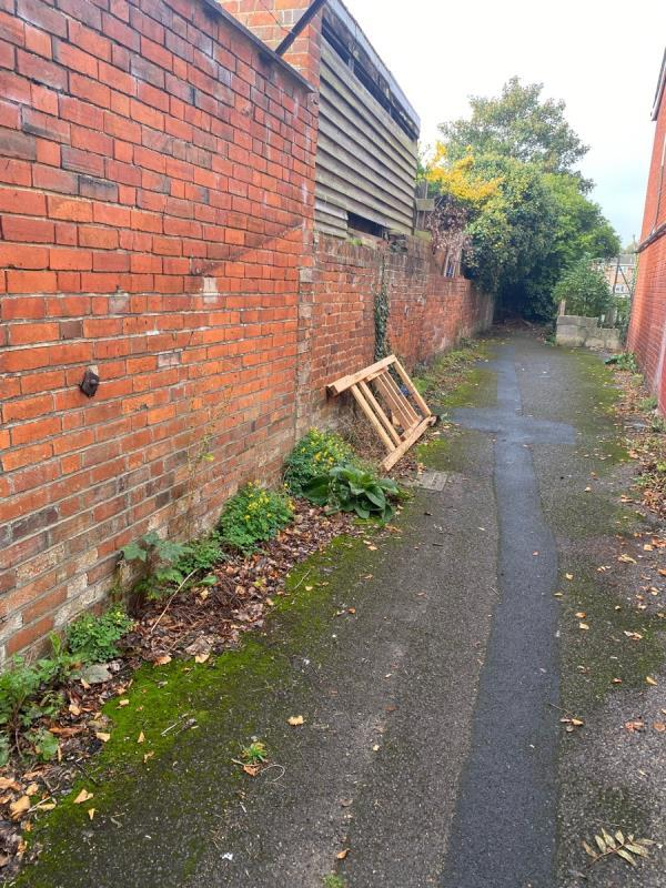 Dumped bed -70 Whitley Street, Reading, RG2 0EQ