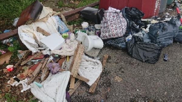 House old waste builders waste flytipping possible evidence needs to be investigated before removal -1 Neath Gardens, Reading, RG30 4UN