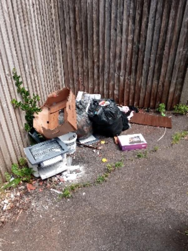 Rubbish bags, clothes and printer. -42 Elizabeth Walk, Reading, RG2 0AW