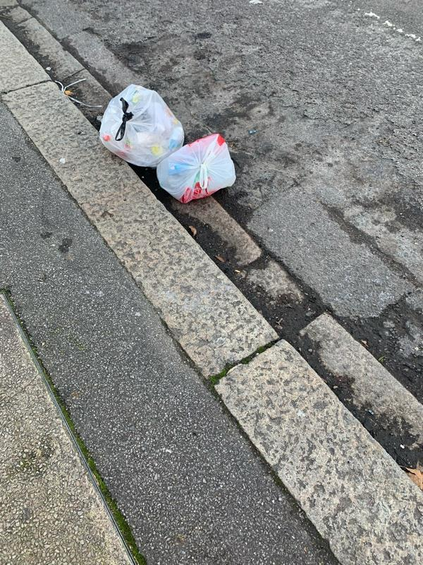 Rubbish in road -9 Salisbury Road, Reading, RG30 1BH