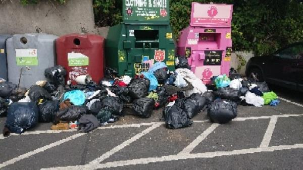 Clothing bank needs to be emptied -71 Stoneham Close, Reading, RG30 4HD