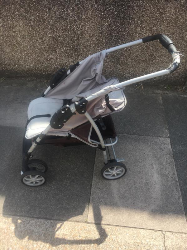 This buggy has been slowly making it way down Roman Road E6 all week.  It is currently outside 229 Roman Road -214 Lloyd Villas, East Ham, E6 3SL