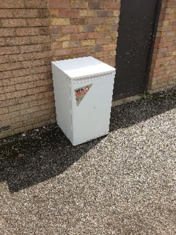 freezer behind 61 Aldwick-77 Bracklesham Cl, Farnborough GU14 8LP, UK