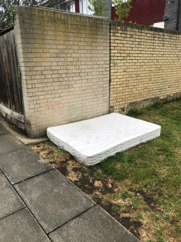Dbl mattress next to wall. Been there a couple of days-26 MILL, London, SE26 6JX