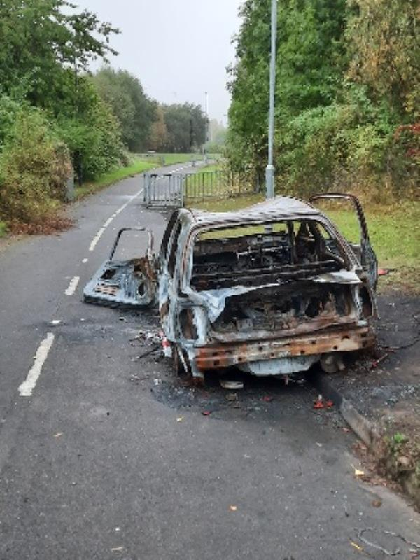 abandoned car burnt out on black country route cycle track-89 BICKLEY, Bilston, WV14 7BT