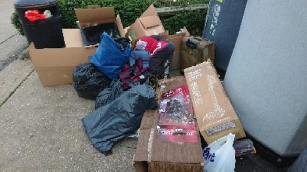House old waste removed fly tipping on going at this site large amount removed-Rose Kiln Lane, Reading, RG2 0HB