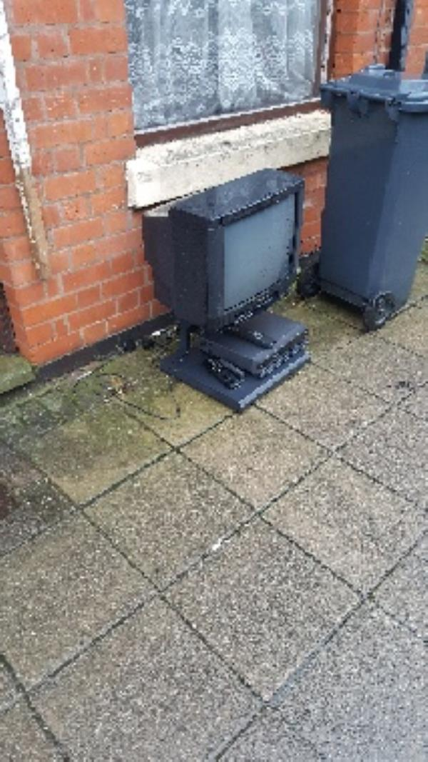 23 bolton rd. flytip-21 Bolton Rd, Leicester LE3 6AA, UK