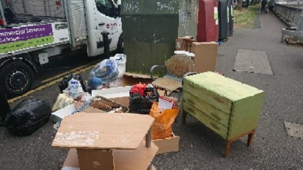 House old waste removedl fly tipping large mount furniture etc -3 Baker St, Reading RG1 7XT, UK