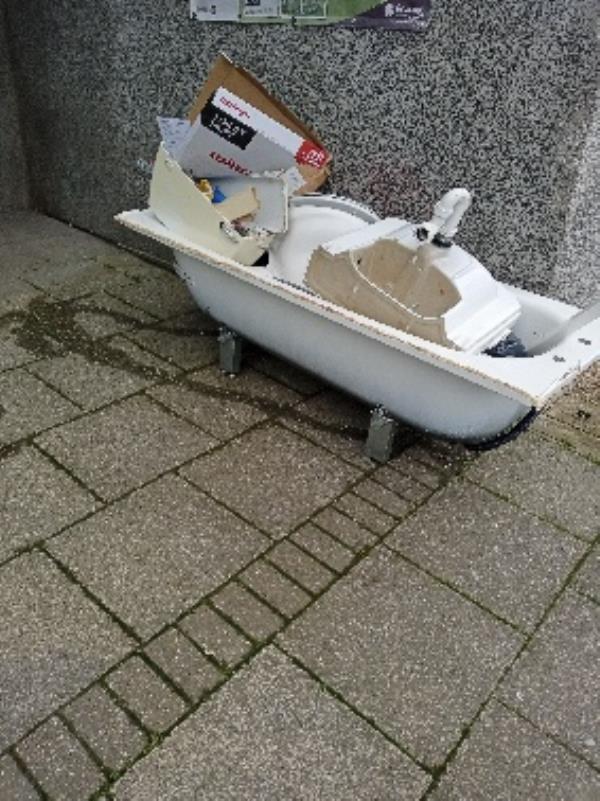 193 Wensley road bathroom suite outside block-190 Wensley Road, Reading, RG1 6EA
