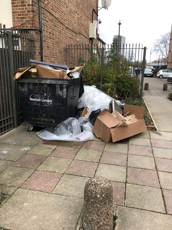 Fly tipping-92 Cliff Walk, London, E16 4