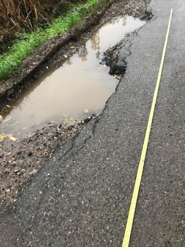 THE PROBLEM IS BETWEEN AND EAST MANOR COTTAGE.  THIS IS COLWORTH LANE OFF THE A259 FROM THE MERCEDES GARAGE-2, Bridge Cottages, Colworth, Chichester, PO20 2DT