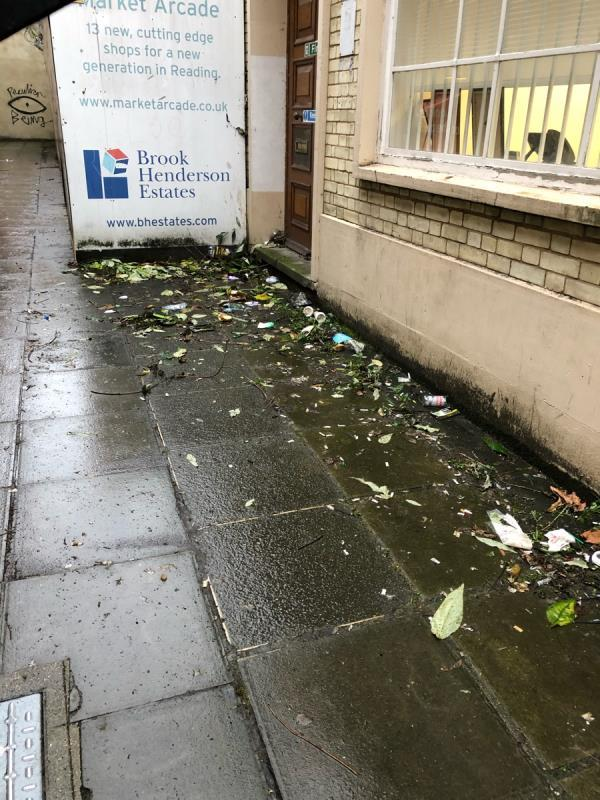 In the alley behind the back entrance of Sainsbury's on market place, there is loads of food and drink litter. -37 Market Place, Reading, RG1 2DE