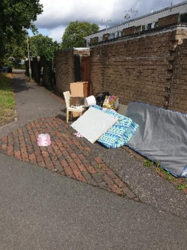 fly tipping back of 154 Caswell-68 Mayfield Rd, Farnborough GU14 8UB, UK