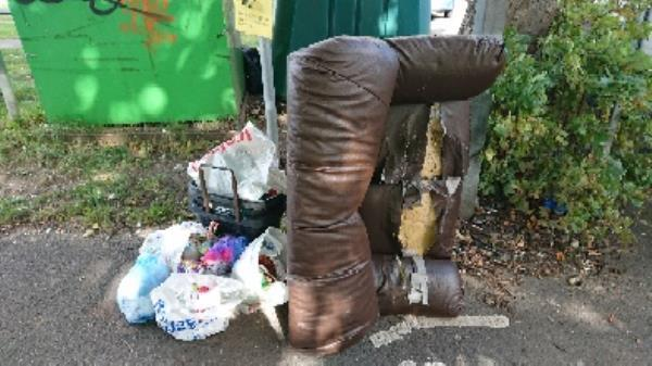 House old waste removedl fly tipping on going at this site -94 Cranbury Rd, Reading RG30 2TA, UK
