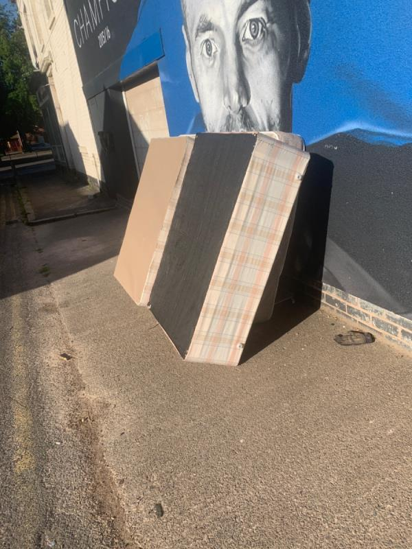 Dumped bed -109a King Richards Road, Leicester, LE3 5QG