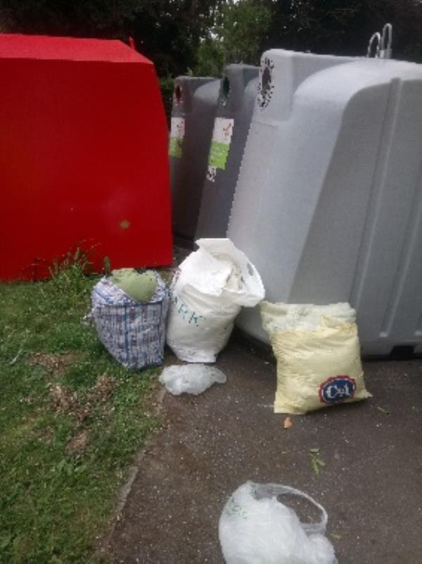 Fly tipping reported and cleared -137 Kentwood Hill, Reading, RG31 6JG
