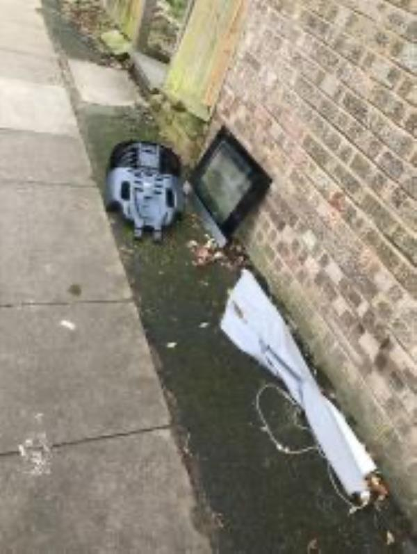Please clear flytip-154 The Woodlands, London, SE13 6TY