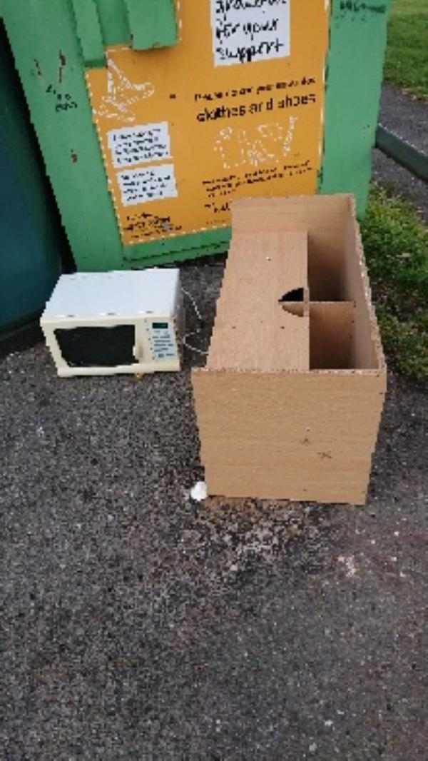 House old waste removedl fly tipping on going at this site -85 Church End Lane, Reading, RG30 4PL
