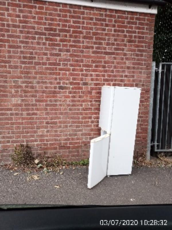 Fridge freezer opposite Battle Primary on Kensington Road Please collect -168 Kensington Rd, Reading RG30 2TG, UK