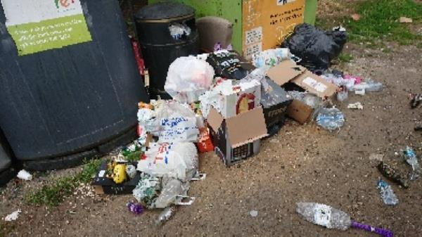 Mlx waste removedl fly tipping on going at this site -157 Bath Road, Reading, RG30 2ND