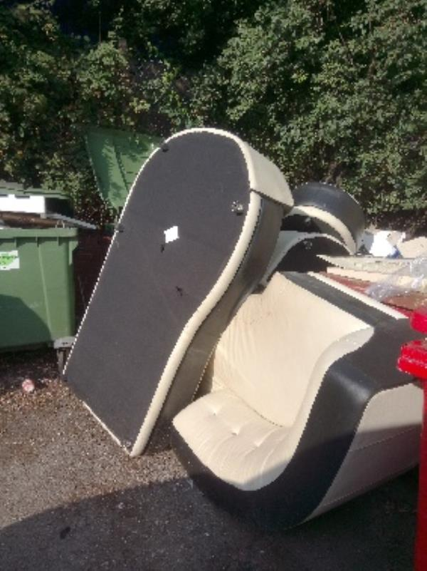 Fly tipping two person lift required -733a Oxford Road, Reading, RG30 1PR