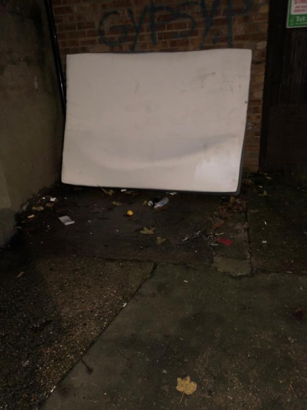 Matress-109 Cotswold Gardens, London, E6 3HX