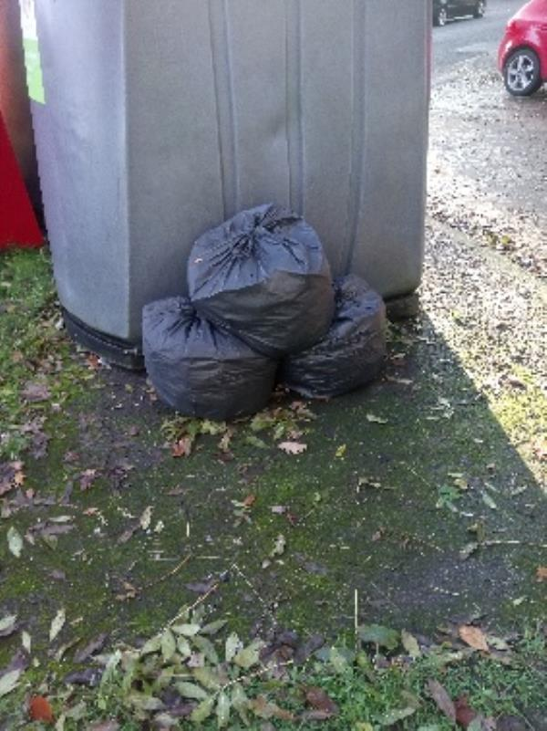 Fly tipping reported and cleared -135 Kentwood Hill, Reading, RG31 6JG