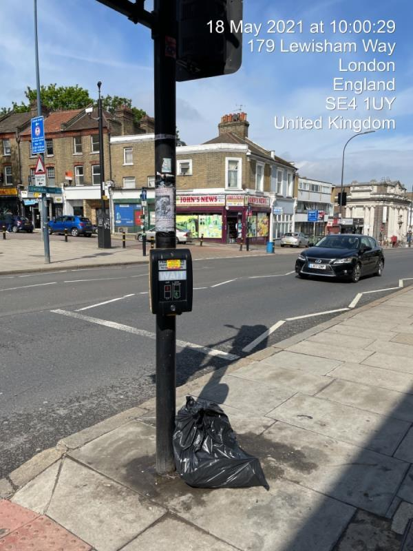 It is not acceptable for refuse to be collected from this location! Please arrange adequate waste disposal. -181a Lewisham Way, London, SE14 6NW