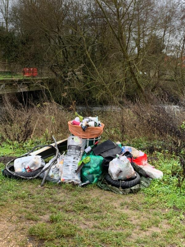 Overflowing bin and flytipped litter at Fobney Lock-16 Island Road, Reading, RG2 0RP