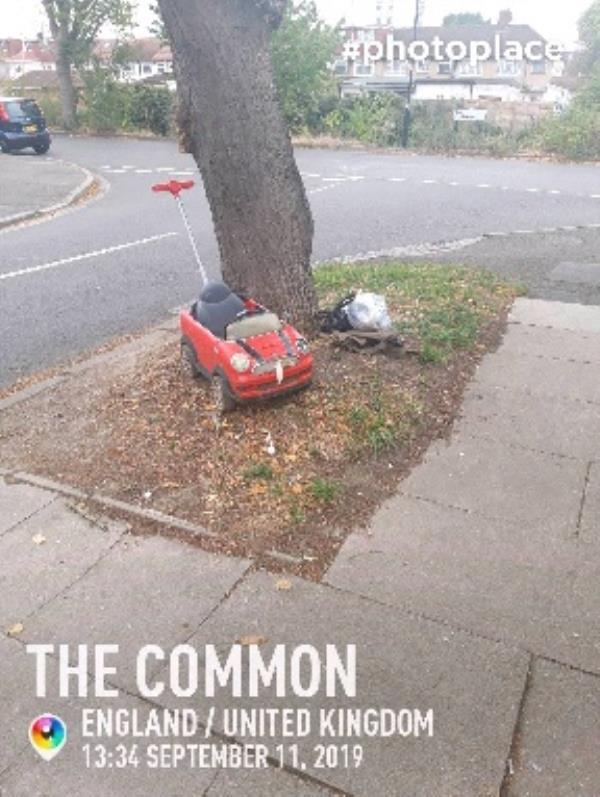 fly tip -5a The Common, London, UB2 5JF