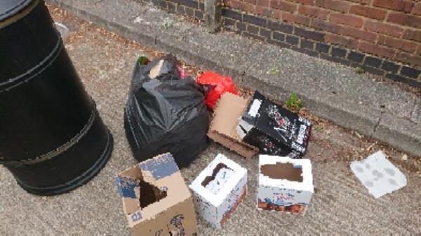 House old waste removedl fly tipping -881 Oxford Road, Reading, RG30 6TR
