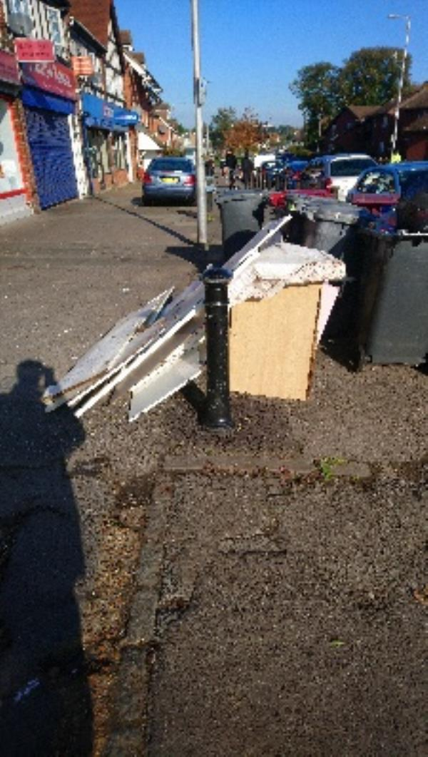 Fly tipping cleared -225 Northumberland Avenue, Reading, RG2 7PZ