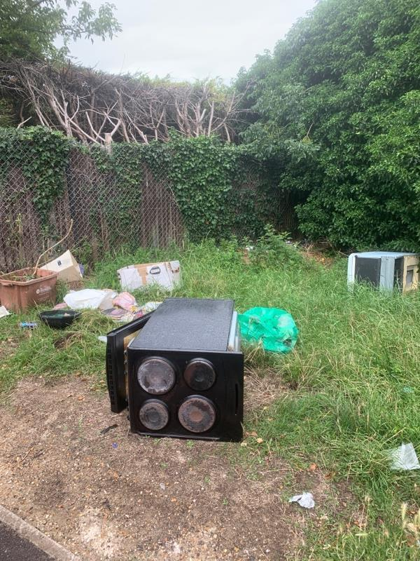 Fly tipping -39 Moriston Close, Reading, RG30 2PW