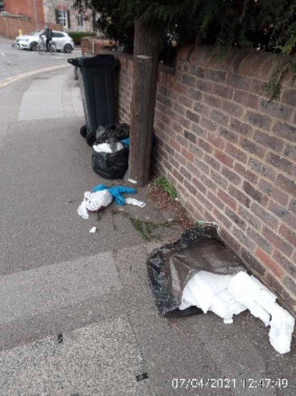 Outside 83 Russel Street have investigated please collect -4 Bath Road, Reading, RG1 6NB